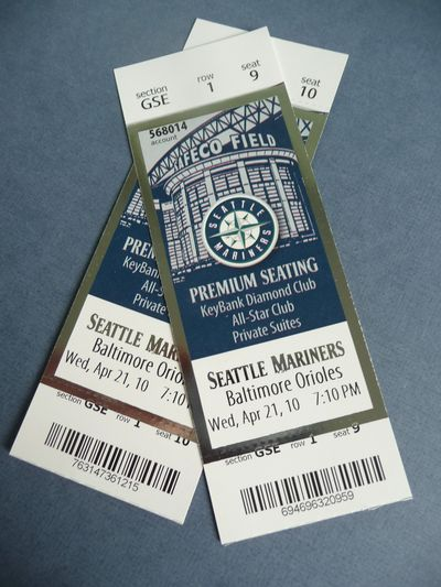 Mariners game in the Guest Suites 008